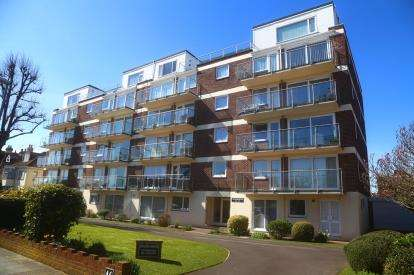 1 Bedroom Flat for sale in 46 Craneswater Park, Southsea, Hampshire