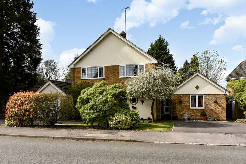 4 Bedrooms Detached House for sale in Dukes Wood, Crowthorne, RG45