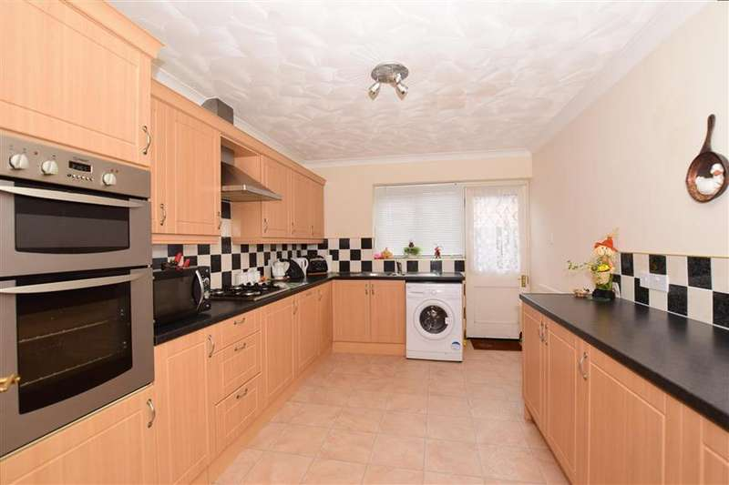 3 Bedrooms Bungalow for sale in Woodview Close, West Kingsdown, Sevenoaks, Kent