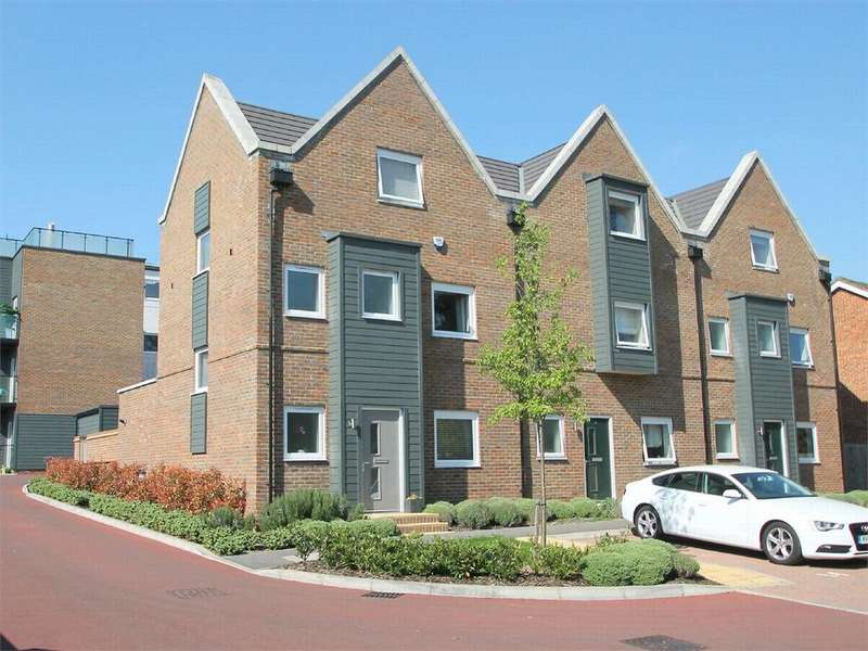 4 Bedrooms End Of Terrace House for sale in Kingfisher Drive, Camberley, Surrey