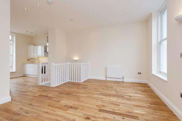 2 Bedrooms Flat for sale in Cheverton Road, Whitehall Park, London, N19