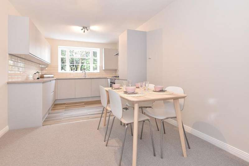2 Bedrooms Flat for sale in Clifton Road, Wimbledon