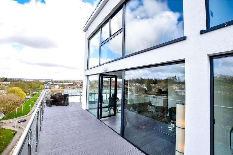 3 Bedrooms Apartment Flat for sale in Swan Court, Waterhouse Street, Hemel Hempstead, Hertfordshire, HP1