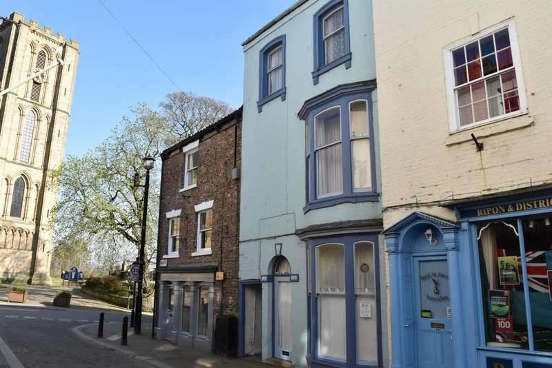 5 Bedrooms Terraced House for sale in Kirkgate, Ripon, HG4 1PA
