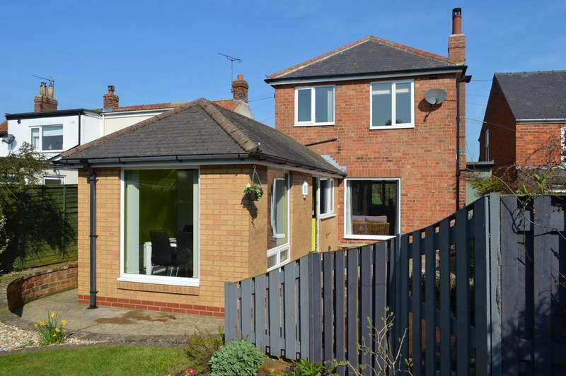 2 Bedrooms Semi Detached House for sale in Back Lane, Seaton, HU11