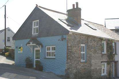 2 Bedrooms End Of Terrace House for sale in Wadebridge, Cornwall