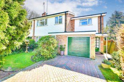 4 Bedrooms Semi Detached House for sale in Miles Close, Blakelands, Milton Keynes, Bucks