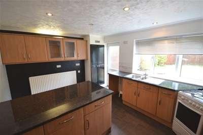 4 Bedrooms Town House for rent in Beverley Close, Rainham