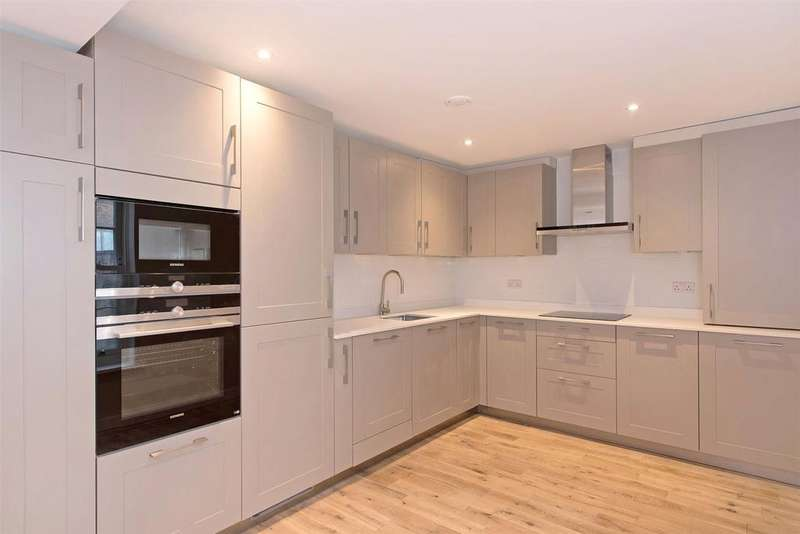3 Bedrooms Flat for sale in Molesworth Street, Lewisham, London, SE13