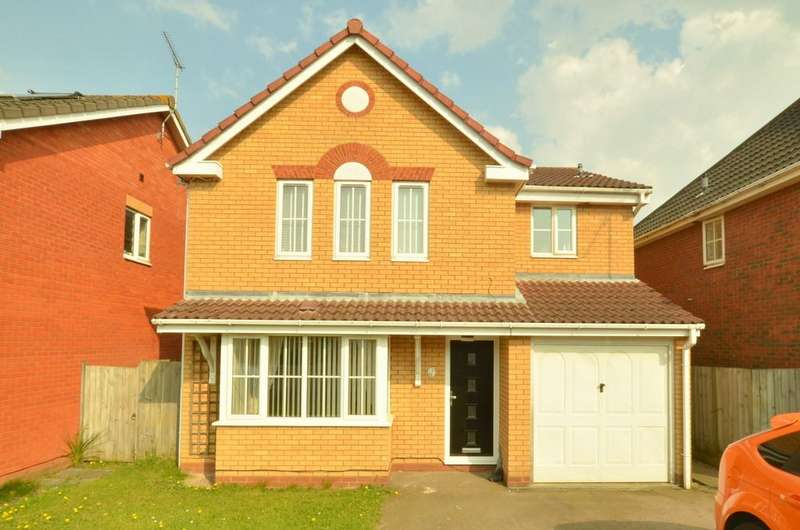 4 Bedrooms Detached House for sale in Haughley Drive, Bixley Farm, IP4 5QU