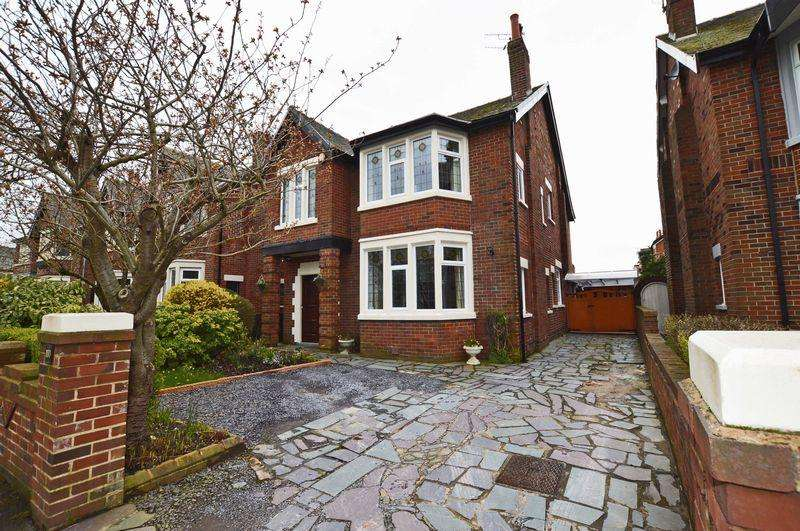 6 Bedrooms Detached House for sale in West Park Drive, Blackpool, FY3 9HU