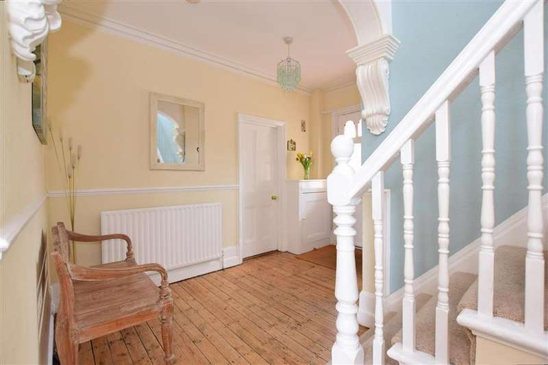 4 Bedrooms Detached House for sale in Walderslade Road, Walderslade, Chatham, Kent