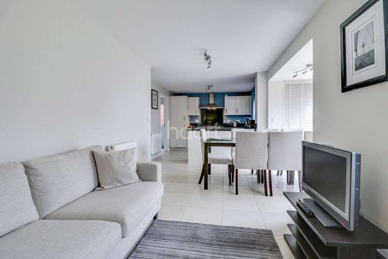 4 Bedrooms Detached House for sale in Ashcroft Place, Benfleet