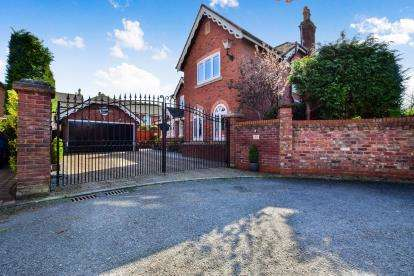5 Bedrooms Detached House for sale in Ashberry Drive, Appleton Thorn, Warrington, Cheshire