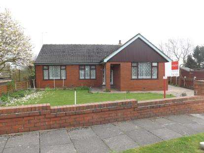 3 Bedrooms Bungalow for sale in Moorfield Crescent, Lowton, Warrington