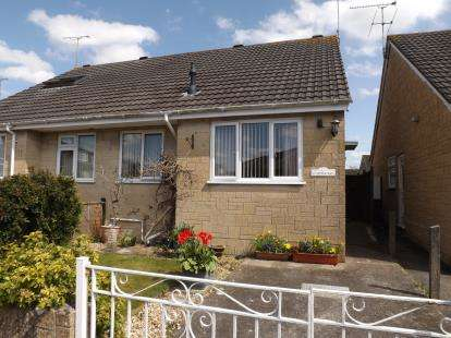 2 Bedrooms Bungalow for sale in Gillingham, Dorset