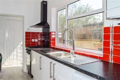 3 Bedrooms Terraced House for rent in Grove Road, Northampton, NN1