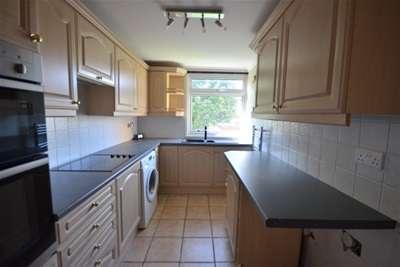 2 Bedrooms Flat for rent in Dunsmore Court, Rainham