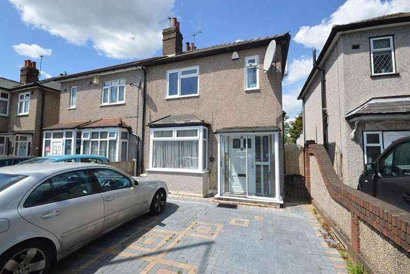 3 Bedrooms Semi Detached House for sale in Brentwood Road, Romford, RM2