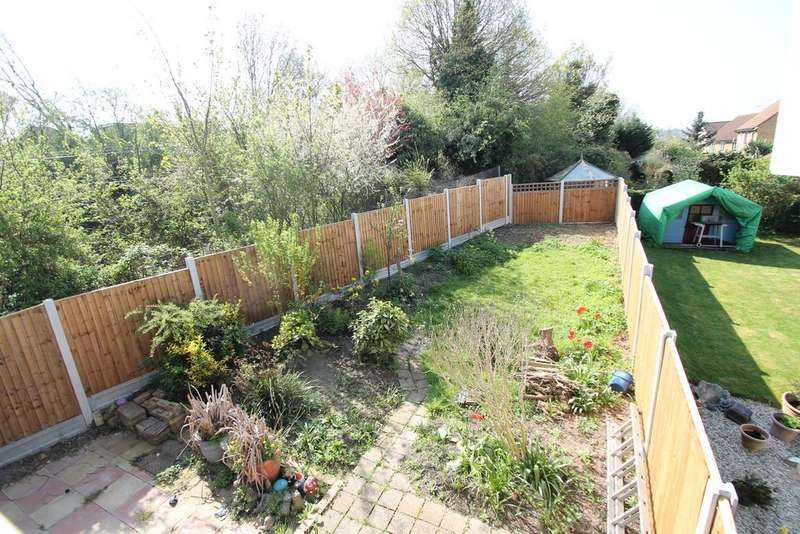 3 Bedrooms Semi Detached House for sale in Gayleighs, Rayleigh, Essex