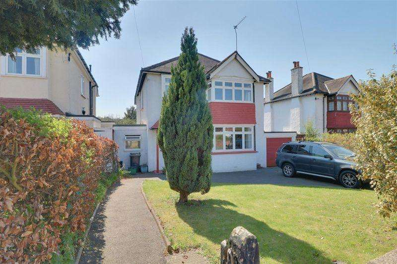 4 Bedrooms Detached House for sale in Purley Downs Road, Sanderstead South Croydon
