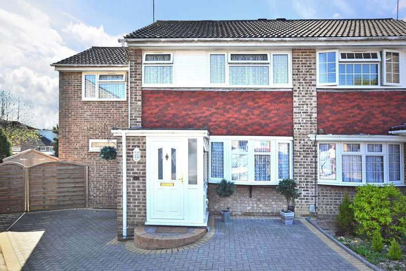 4 Bedrooms Semi Detached House for sale in Rosedale Close, Gossops Green, Crawley