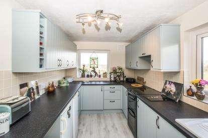 2 Bedrooms Flat for sale in Gale Moor Avenue, Alverstoke, Gosport