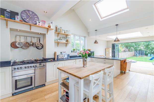 6 Bedrooms Semi Detached House for sale in Prince of Wales Road, SUTTON, Surrey, SM1 3PE