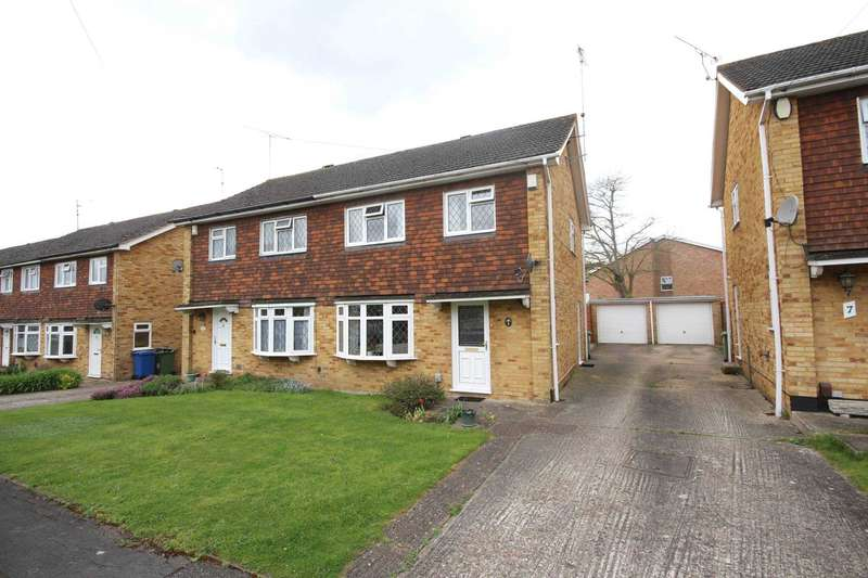 3 Bedrooms Semi Detached House for sale in Burlsdon Way, Bracknell