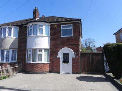 3 Bedrooms Semi Detached House for sale in Guilford Drive, Wigston, Leicester