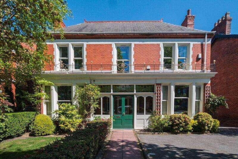 5 Bedrooms Detached House for sale in London Road, STOCKTON HEATH, Warrington, WA4