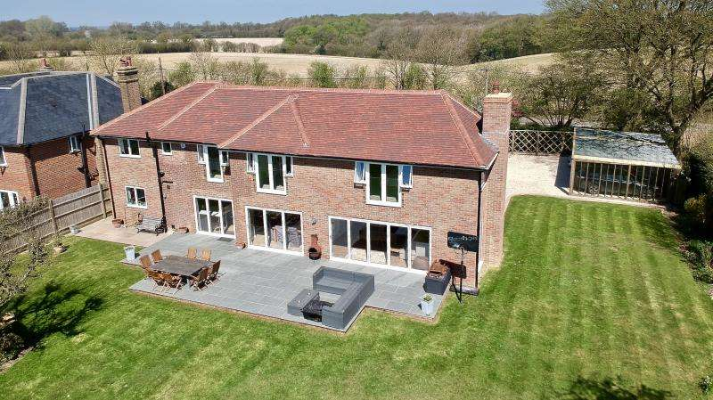 5 Bedrooms Detached House for sale in Weedon Hill, Hyde Heath HP6