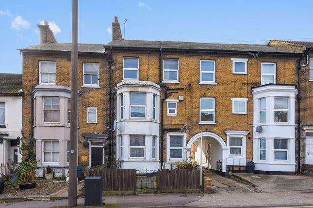 4 Bedrooms Terraced House for sale in Southchurch Avenue, Southend-on-sea, Essex, SS1 2EY