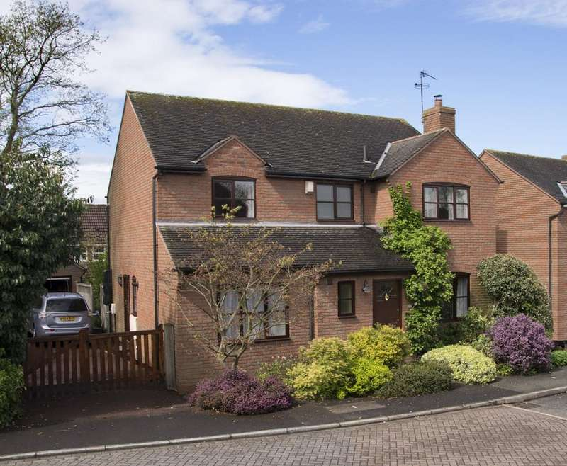 4 Bedrooms Detached House for sale in Scholars Green Lane, Lymm