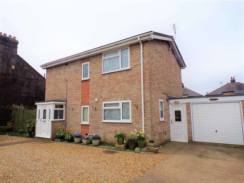 3 Bedrooms Detached House for sale in Cauldwell Hall Road, Ipswich