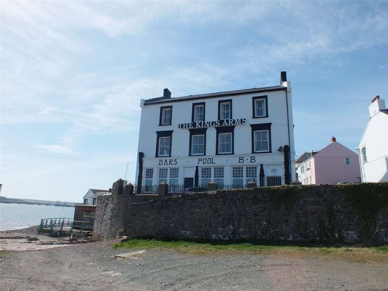 9 Bedrooms Hotel Commercial for sale in The Kings Arms, Hakin Point, Hakin, Milford Haven