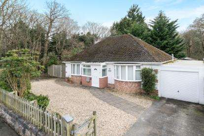 3 Bedrooms Bungalow for sale in Coed Coch Road, Old Colwyn, Colwyn Bay, Conwy, LL29