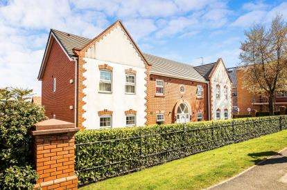 2 Bedrooms Flat for sale in Rosebrae Court, 110 Pensby Road, Wirral, Merseyside, CH60