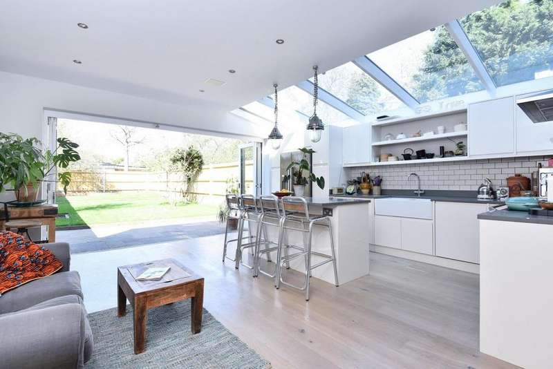 4 Bedrooms Semi Detached House for sale in Ramsdale Road, Tooting