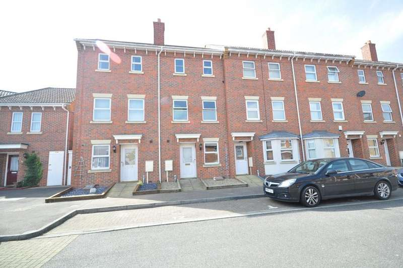 3 Bedrooms Town House for rent in Mark Street Chatham ME4