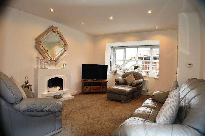 4 Bedrooms Detached House for sale in Brook Close, The Grange, Gee Cross, Hyde SK14