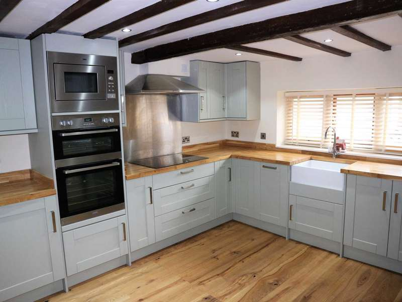 3 Bedrooms Semi Detached House for sale in High Street, Sturry Village