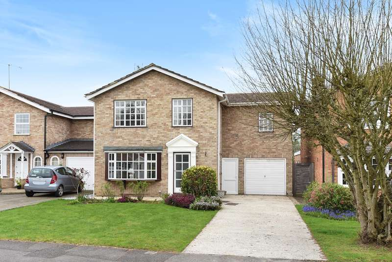 4 Bedrooms Detached House for sale in Greenwood Grove, WINNERSH, RG41
