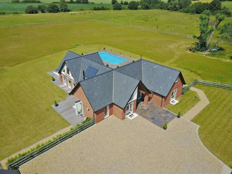 5 Bedrooms Detached House for sale in Margaret Woods Road, Great Waltham