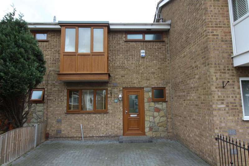 3 Bedrooms Terraced House for rent in Warwick Close, Canvey Island