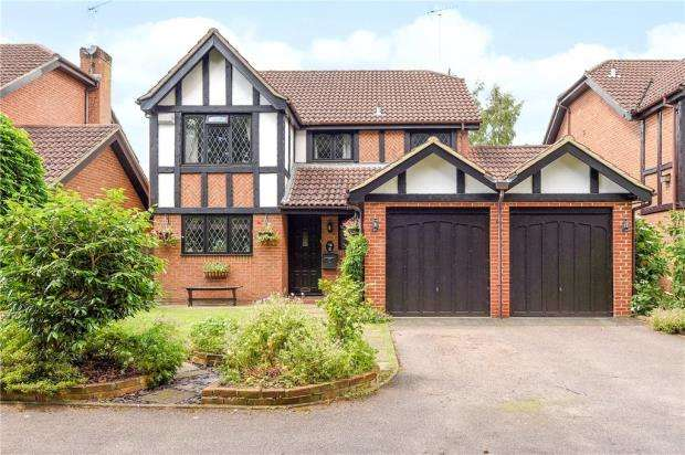 4 Bedrooms Detached House for sale in Hillsborough Court, Sandy Lane, Farnborough