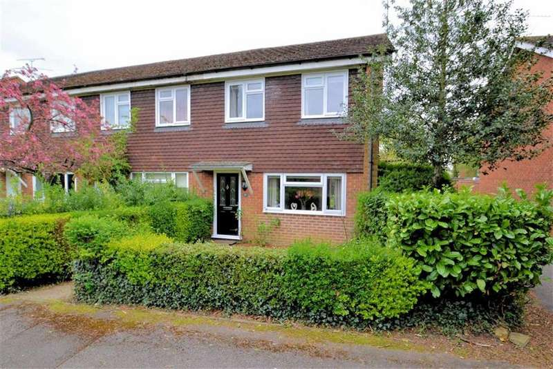 3 Bedrooms End Of Terrace House for sale in Moss Close, Caversham, Reading