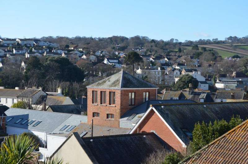 2 Bedrooms Flat for sale in High Street, Dawlish, EX7