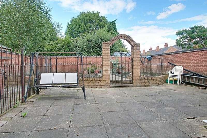 5 Bedrooms Detached House for sale in Adkins Lane, Bearwood