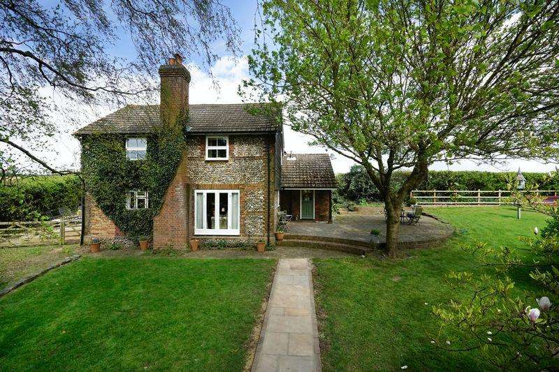 5 Bedrooms Detached House for sale in Two Acre Small Holding on Harpenden Outskirts